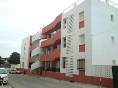 Reforma y pintura en fachada de pisos